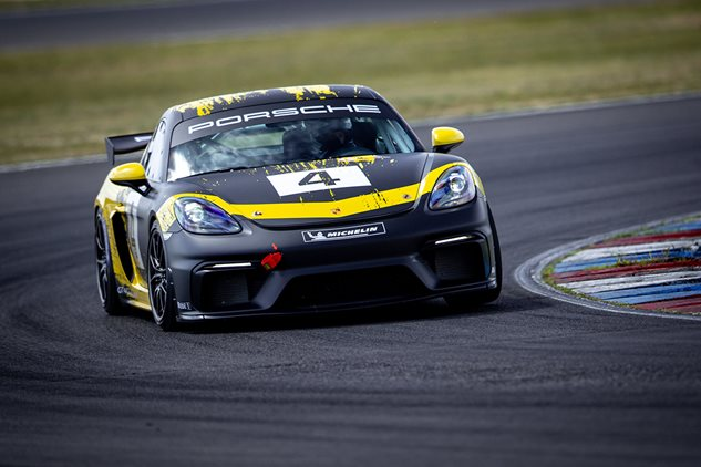 Sprint start for the Cayman GT4 Clubsport