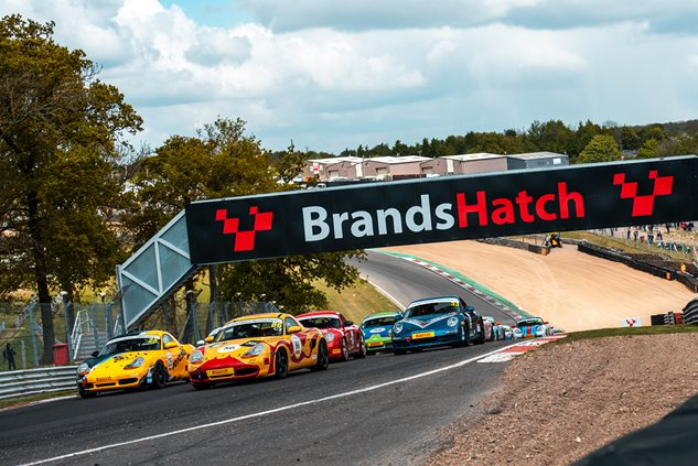 Restoracing Boxsters go toe-to-toe at Brands